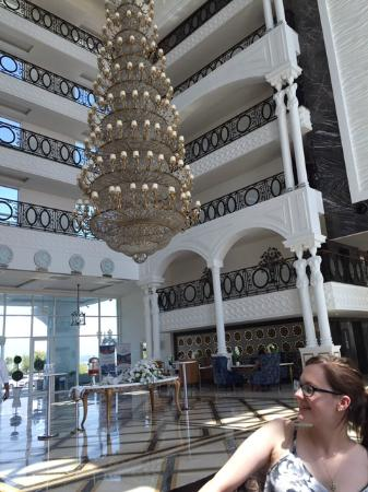 Litore Resort Hotel & Spa: The reception area, atrium and chandelier