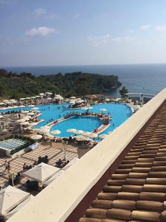 Litore Resort Hotel & Spa: view from our terrace of bar, pool and bay