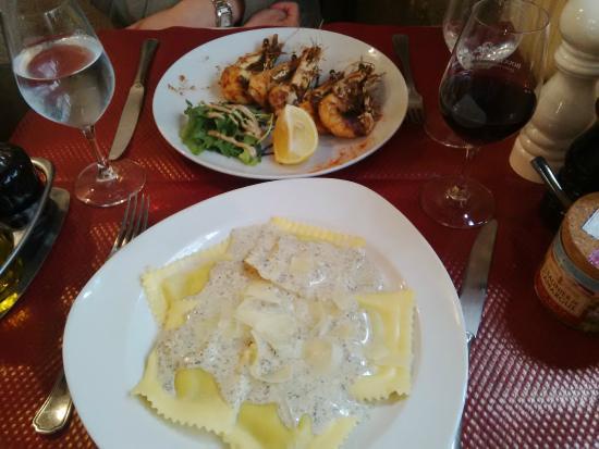 J J Restaurant: raviolis à la ricotta et à la crème de truffes et les gambas