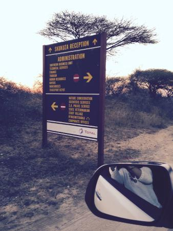 Skukuza Rest Camp: Signs get you to Skukuza