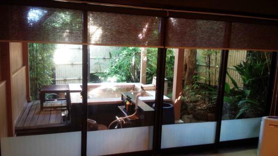kaneyoshi ittouan: 部屋から見える露天風呂