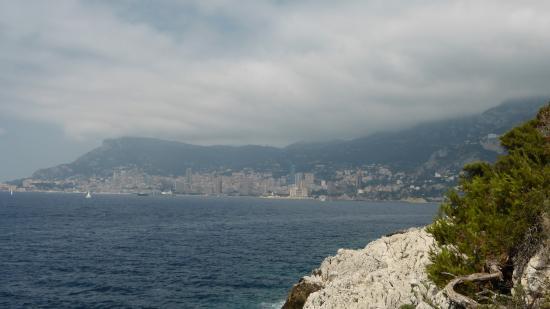 Promenade Le Corbusier: Monaco in the haze