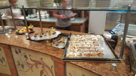THERESA Wellness Geniesser Hotel: buffet