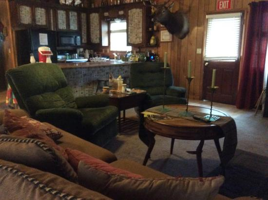 The Red Rooster Lodge: Reception,living,dinging table and kitchen
