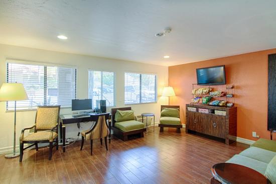 Motel 6 San Diego Mission Valley East: Lobby
