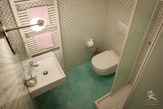 Il Grifo: bagno camera matrimoniale