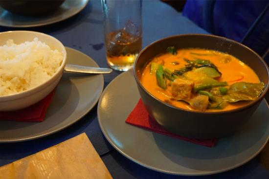 Taifa: vegetarian red curry
