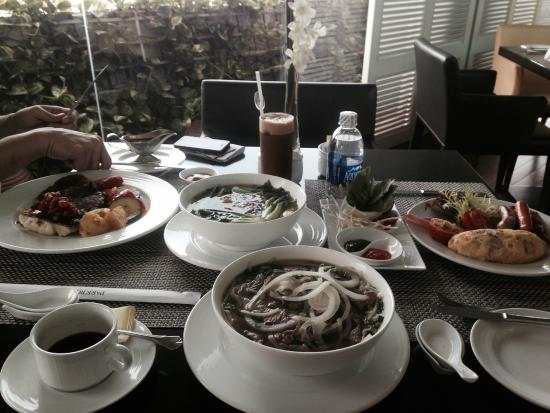 PARKROYAL Saigon: 1st Morning: Didn't realize the portion is so huge