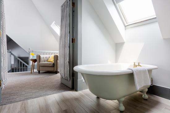 The Hotel Portsmouth's loft suite bathroom.