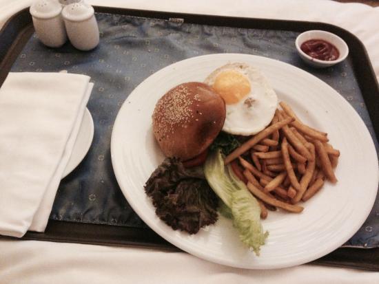PARKROYAL Saigon: Terrible Room Service Food - Bad Tasting Fries due to overused oil
