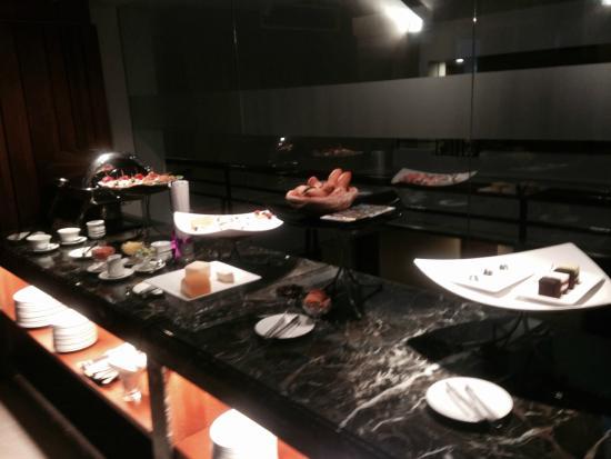 Parkroyal Saigon: Canapés  Selection during Cocktail Hours