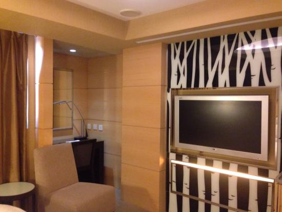 Royal Group Hotel - Zhongshan: Big tv