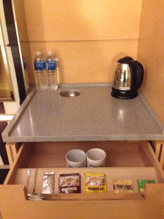 Royal Group Hotel - Zhongshan: Tea bags and bottled water to last for whole stay