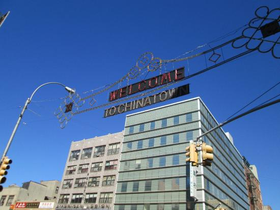 Free Tours by Foot: Chinatown sign