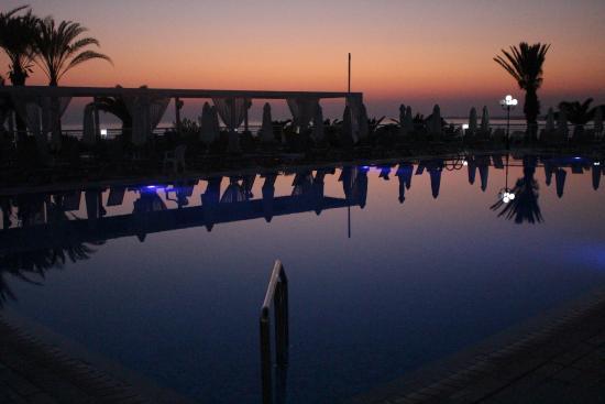 Queen's Bay Hotel: Pool