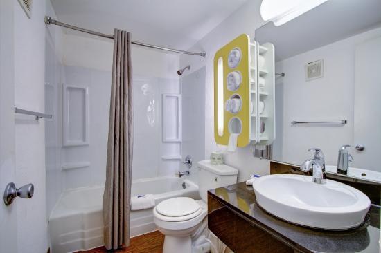 Motel 6 Richfield: Bathroom