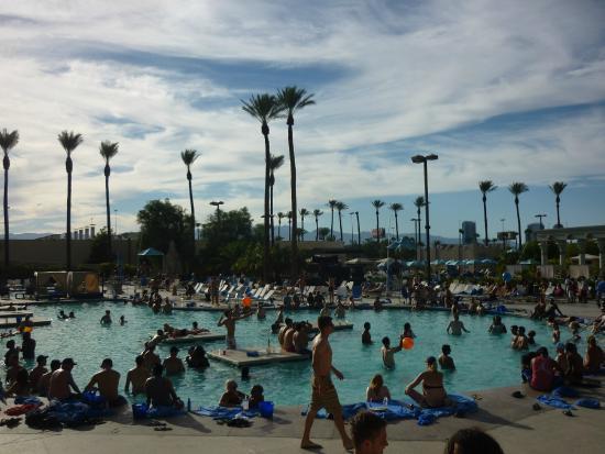 Luxor Hotel & Casino: Pool