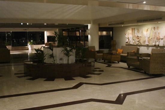 Queen's Bay Hotel: Lobby