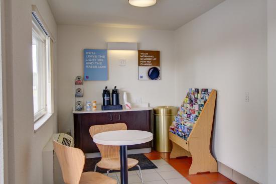 Motel 6 Richfield: Lobby