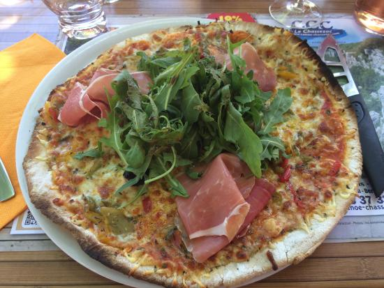 Une pizza du resto Le Sablas