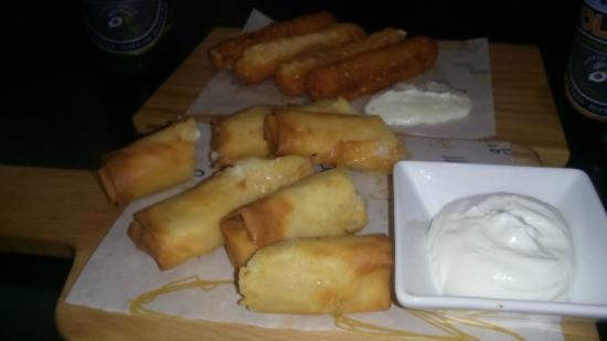 Spartan Greek Food Torino: FETA FRITTA CON SALSA + INVOLTINI CON BACON