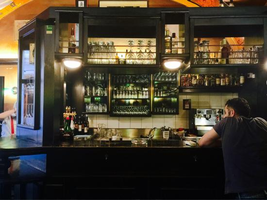 Bane's: Quirky little pub with an old Theatre theme
