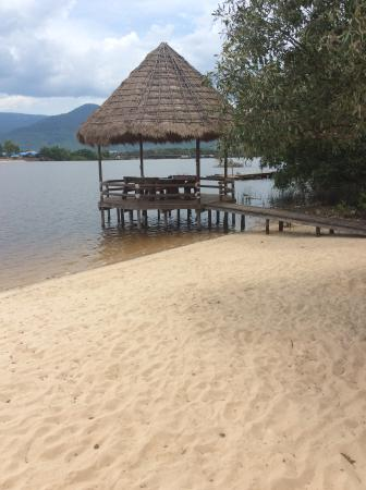 Natural Bungalows: River front