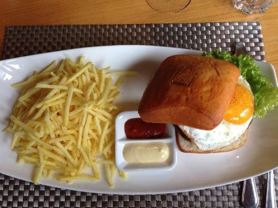 MO -  Restaurant & Bar: Big MÖ Burger