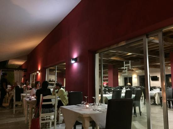 Hotel Ristorante Eremo: Lovely serene setting, contemporary and inviting, on hilltop above the town center,