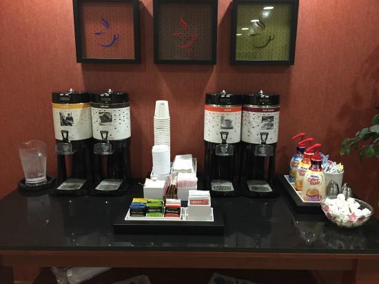 Hampton Inn Hillsboro : Excellent coffee bar