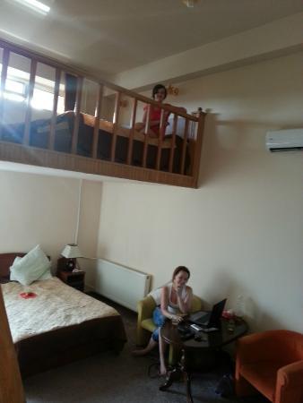 Areg Hotel : Трехместный номер