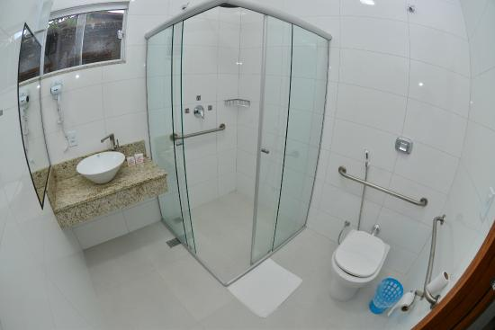 Banheiro Categoria Superior PNE  Foto de Hotel Mandino, Alta Floresta  Trip -> Banheiro Pne Com Banheira