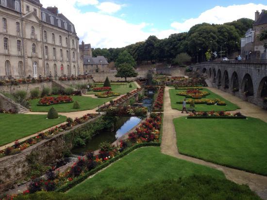 Jardin remarquable bild von jardin des remparts vannes for Jardin remarquable