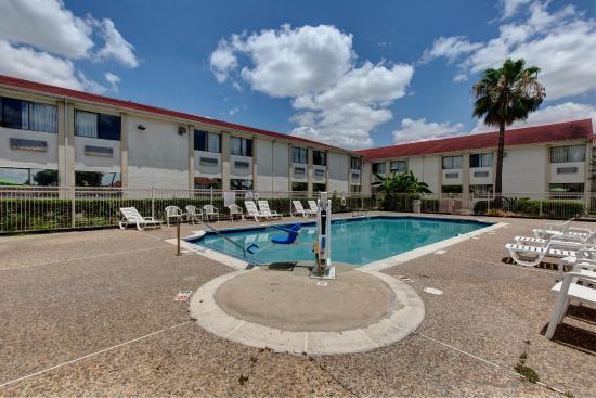 Motel 6 Houston - Hobby TX: Pool