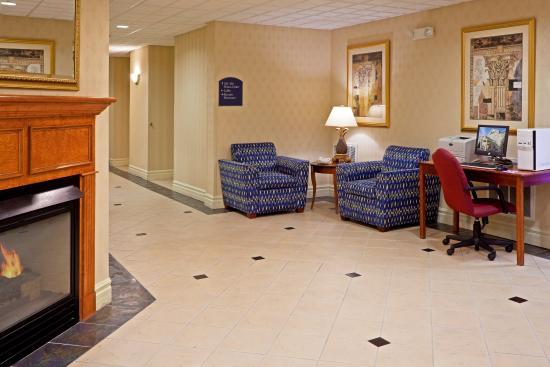 Holiday Inn Express Reading: Hotel Lobby