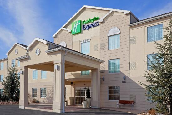 Holiday Inn Express Reading: Hotel Exterior