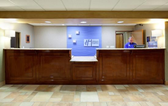 Holiday Inn Express Hotel & Suites Cedar Park (NW Austin): Front Desk