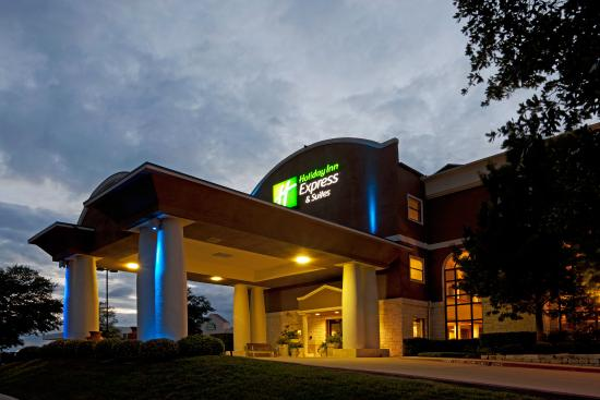 Holiday Inn Express Hotel & Suites Cedar Park (NW Austin): Hotel Exterior Night