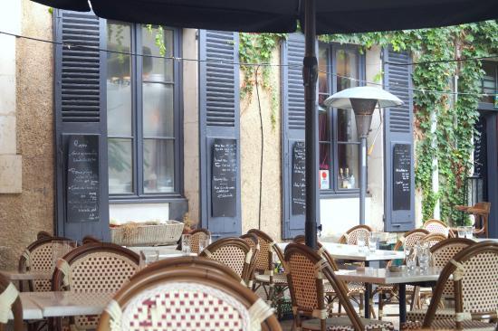 Le Poivretsel: La terrasse du restaurant PoivretSel à Auxerre
