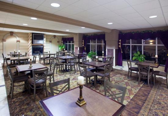 Holiday Inn Express Toledo-Oregon: Breakfast Area
