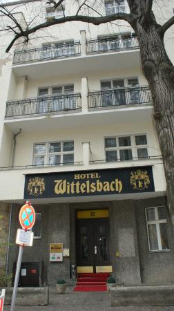 Hotel-Pension Wittelsbach: entrance to hotel