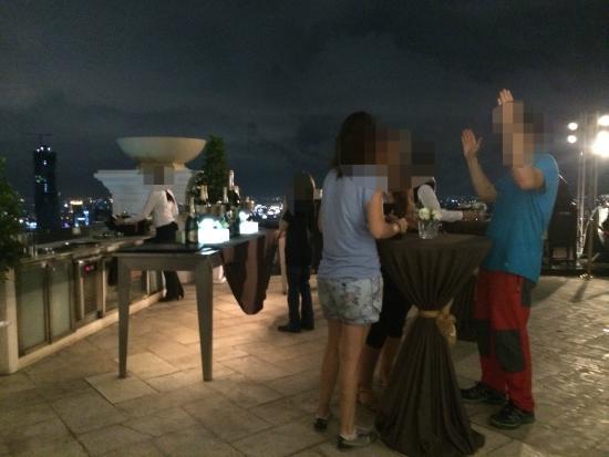 lebua at State Tower: Le Dome en pantalon de trekking, la classe ! :-/