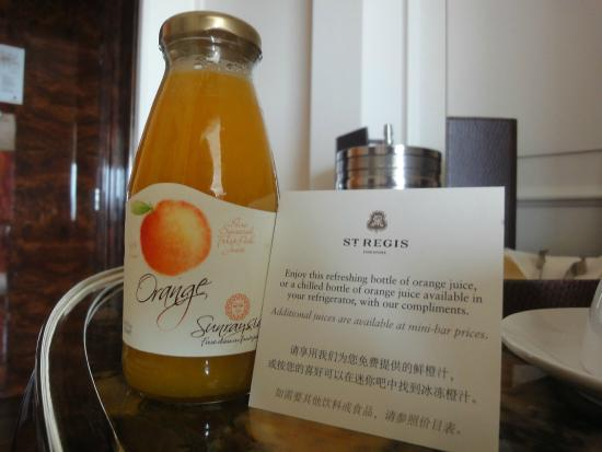The St. Regis Singapore said it's APPLE that's compliment and not ORANGE, huh!?!