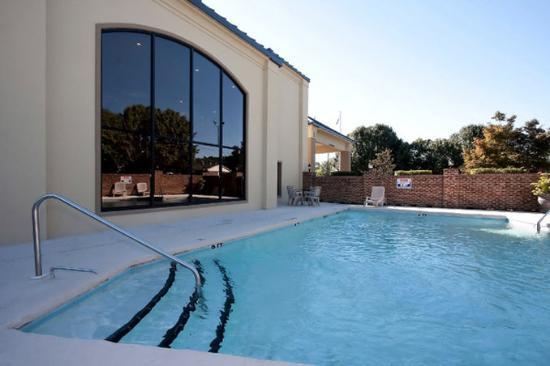 Best Western Butner Creedmoor Inn : Outdoor Pool