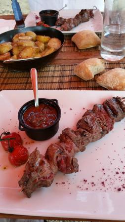 Rions, Франция: Plat menu 16 euros Brochette de boeuf  et sauce bordelaise
