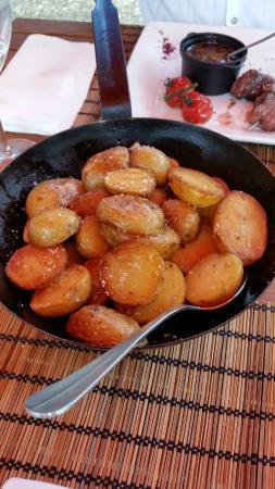 Rions, Франция: poelon de pommes de terre cuites à l'étouffée salée au guérande