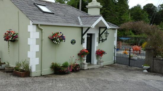 Brookhall Cottages: Honey suckle cottage