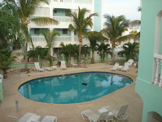 Coral Paradise Resort: Swimming pool