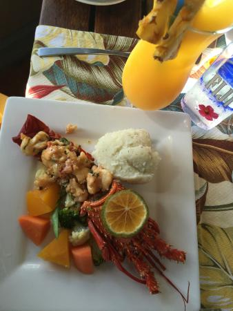 Captain's Cafe: lobster meal and a Mai Tai...yum!!
