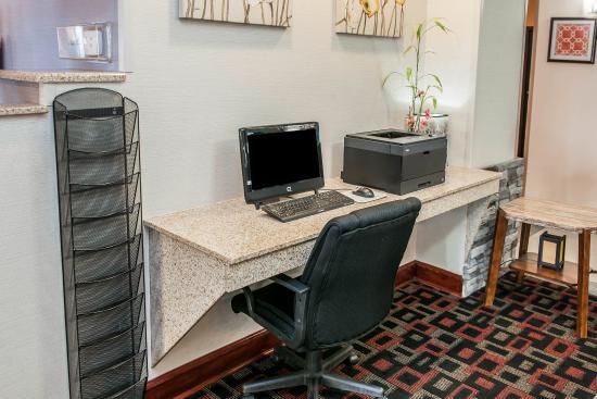 Quality Inn & Suites : Computer
